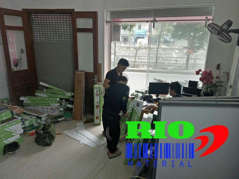 địa chỉ bán buôn, bán lẻ sàn nhựa giả gỗ bóc dán tại Hà Nội, TPHCM