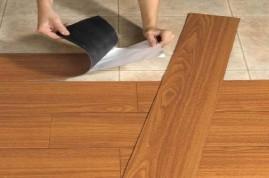 Sàn nhựa tự dính/ tự dán giả gỗ có bền không? 1m2 sàn nhựa tự dính giả gỗ bao nhiêu tiền?